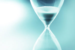 image of hourglass to symbolize procrastination and lost time